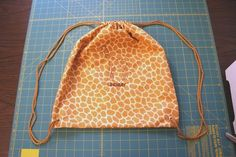 Drawstring Backpack Tutorial/ I like the measurements on this one.