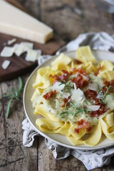 Pasta i blomkåls sauce - vegansk pastaret med blomkål Spaghetti Bolognese, Macaroni And Cheese, Bacon, Pasta, Ethnic Recipes, Food, Lasagna, Mac And Cheese, Eten
