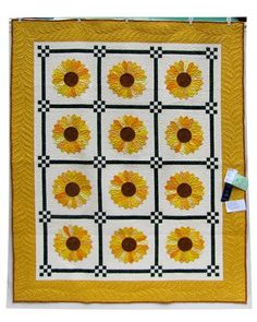 Dresden Plate Sunflowers quilt by Alice H. at Craftsy. The pattern is from Egg Money Quitls by Eleanor Burns.