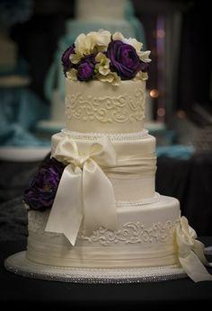romantic wedding ideas | Romantic wedding cake - I like the romantic theme