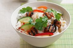 How do you cook asian chicken noodle salad? get instruction detail. Six ingredients is all you need to create this easy chicken noodle salad meal! Asian Chicken Noodle Salad Recipe, Chicken Salad Recipes, Soup Recipes, Noodle Recipes, Oriental Salad, Easy Salads, Asian Salads, Healthy Salads, Easy Meals