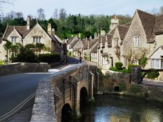 11 Beautiful Cotswolds Villages You Need To See - To Europe And Beyond Vacation Places, Places To Travel, Places To Visit, English Village, English Cottages, Places In Scotland, Day Trips From London, British Countryside, Future Travel