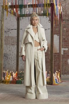 Rosie Assoulin Fall 2016 Ready-to-Wear Fashion Show Runway Fashion, Fashion Show, Fashion 2016, High Fashion, Fashion Ideas, Fashion Design, Fashion Inspiration, Yves Saint Laurent, Faux Shearling Coat