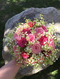 Brudbukett med Heaven och Amalia rosor och liljekonvalj.