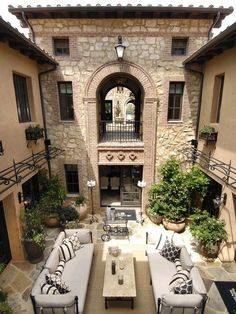 Courtyard, Italian villa style home. Reminds me of our Turks & Caicos trip. Would love a courtyard in backyard, with a one story covered porch (square shaped) on the left and a room on the right, with a water feature in center. Style At Home, Italian Style Home, Italian Home Decor, Italian Lifestyle, Outdoor Rooms, Outdoor Living, Outdoor Seating, Indoor Outdoor, Outdoor Furniture