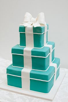 Tiffany Boxes Cake!!! Look out @Ashley Baker i'm going to make this for you one day!