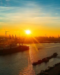 Sunsets down by the harbour... #ComeToHamburg #NextStopXmas . . . . . . @Eurowings @come_to_hamburg  #VisitHamburg #Explore #Travel #Traveler #Explorer #Traveller #Adventure #ExploreFromAbove #Landscape #Wanderlust #Travelphotography #Earthfocus #Theglobewanderer #Awesomeearth #Beautifuldestinations #Ourplanetdaily #Earthpix #Awesome_Photographers #TravelAwesome #Inspiredbyyou #Instagoodmyphoto #Bestvacations #Lovetheworld #Wonderful_Places #Discoverglobe #Beautifulplaces #Lonelyplanet…