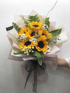 Boquette Flowers, How To Wrap Flowers, Beautiful Bouquet Of Flowers, Luxury Flowers, Beautiful Flower Arrangements, Beautiful Flowers, Wedding Flowers, Floral Arrangements, Flower Bouquet Diy