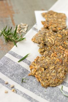 healthy-soulfood-cracker-low carb-chia-rosmarin