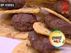 Its 'Shohoje Mughlai Special Week' and our lovely host Shudipa welcomes celebrity Chef Rupam Banik as her guests for the day. The recipe for today is Galouti Kebab. The ingredients for the dish are Mutton Keema, Papaya Paste, Milk, Ginger Paste, Garlic Paste, Brown Onion Paste, Brown Cashew Paste, Red Chilli Powder, Sandal Powder, Yellow Chilli Powder, Mint Chutney, Salt, Rose Water, Spices, Ghee. To know the process behind preparing the dish, watch this episode.