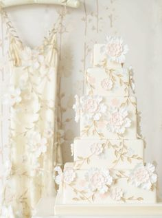One of my most favorite cakes,  Amazing! Claire Pettibone Inspired Cake