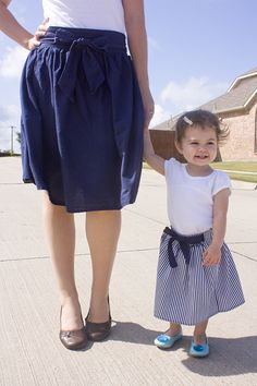 LOVE how easy this skirt tutorial looks and the length is just perfect for a little girl! (not so much the mom lol)