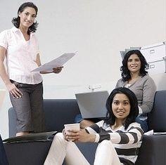 Apoyo Empresarial a las Mujeres (PAEM) La Cámara de Comercio de Valencia a través de su Programa de Apoyo Empresarial a las Mujeres (PAEM) ofrece servicios gratuitos de Asesoramiento, Cursos de Formación y Auditorias Individualizadas como un recurso valioso para la promoción de los emprendimientos femeninos en la Comunidad. http://mujeresdehoyonline.wordpress.com/2012/07/17/paem/