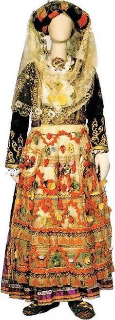 Νυφική φορεσιά από τη Λευκίμμη της Κέρκυρας, 19ος αιώνας Traditional Dresses, Costumes, Corfu, Folklore, Greek, Fashion, Moda, Dress Up Clothes, Fashion Styles