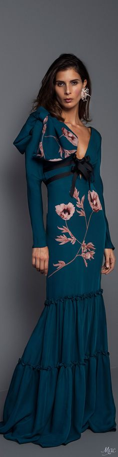 Fall 2017 RTW Johanna Ortiz Fashion 2017, Runway Fashion, Womens Fashion, Fashion Tips, Fashion Design, Street Fashion, Red Carpet Fashion, Fashion Boutique, Autumn Fashion