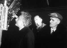 Einstein no Observatório Monte Wilson em 1931, com Edwin Hubble (centro) e Walter Adams