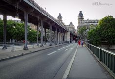 Here you can see the two levels of the Pont de Bir-Hakeim, with the Viaduc de Passy travelling above, carrying a metro line over the River Seine and traffic below.  Want to learn more? Go to www.eutouring.com/images_pont_de_bir-hakeim.html