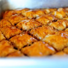 The Pioneer Woman's Baklava. I love how simply she sets out the instructions for this complicated dessert. My father loves baklava -- and hates cake! I should try and make this for his birthday. Just Desserts, Delicious Desserts, Dessert Recipes, Yummy Food, Pioneer Woman Recipes, Pioneer Women, Pioneer Woman Baklava Recipe, Greek Recipes, Cookies Et Biscuits