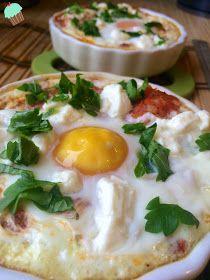 Dietetyczne przepisy: Jajka zapiekane w pomidorach Eggs, Keto, Breakfast, Food, Morning Coffee, Essen, Egg, Meals, Yemek