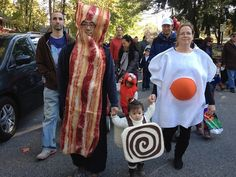 Awesome family costume idea! Bacon egg (pregnant yolk belly!) and cute cinnamon bun!  sc 1 st  Pinterest & Coolest Bacon and Eggs Couple Costume | Coolest Homemade Costumes ...