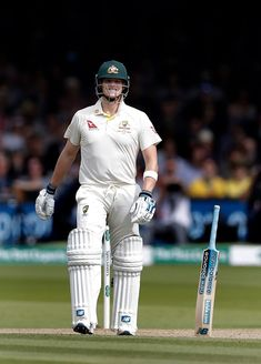 The many talents of Steve Smith! Standing a bat up with no support 😱 Cricket Time, Cricket Sport, Test Cricket, Sporty Outfits, Athletic Outfits, Running Outfits, Mens Golf Outfit, Steve Smith, Sailing Outfit