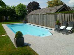 Rechthoekig zwembad met trapeziumvorm inlooptrap
