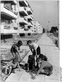 Berlin Treptow Wohnblocks June 1960