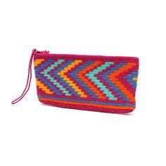 Happy+Wayuu+Clutch Crochet Clutch Bags, Crochet Handbags, Crochet Purses, Crochet Bedspread, Tapestry Crochet, Purse Patterns, Crochet Patterns, Knit Or Crochet, Chevron Crochet