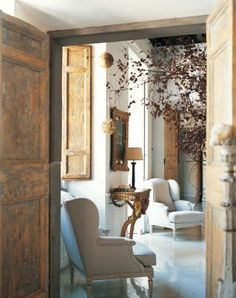In a building that dates back to 1720, an apartment in Rome gets restored with a touch of Paris. This home featured in Marie Claire Italia,