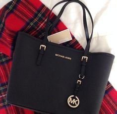 I need this. I've been dying to find the right bag that is both big and BLACK. Yay, Michael Kors.