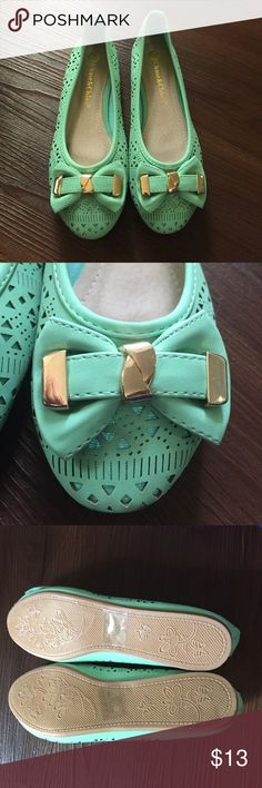 Mint green flats Cute mint green flats with gold hardware on the bows! Brand new, never worn. Size 7.5 but for like 7 to me when I tried it on. That's why I'm selling the shoes. I recommend this pair of shoes to size 7 or 7.5 with narrow feet. Bought it at Nordstrom rack. chase&chloe Shoes Flats & Loafers