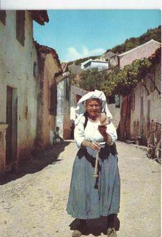 Κέρκυρα 1950 Hillside Village, Corfu Town, Corfu Greece, Ancient Greece, Greek Islands, Amazing Nature, Traditional Dresses, Old Photos, Old Navy