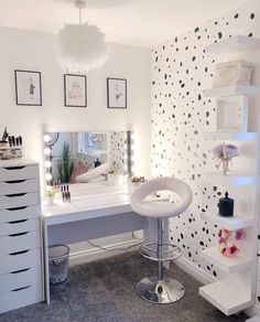 [New] The 10 All-Time Best Home Decor (Right Now) - Home Decor by Carolyn Saunder - Beauty Room Inspo _____________________________________________________ Cute Bedroom Ideas, Cute Room Decor, Girl Bedroom Designs, Room Decor Bedroom, Bedroom Decor Ideas For Teen Girls, Bedroom Table, Warm Bedroom, Makeup Room Decor, Makeup Rooms