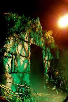 raven's haven Facade Halloween Yard Props, Halloween Outside, Halloween Scene, Halloween Yard Decorations, Halloween Displays, Halloween Projects, Halloween Themes, Halloween Diy, Indiana Jones Halloween