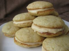Banana Whoopie Pies with Caramel Cream Cheese Filling