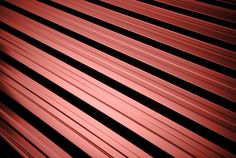 Blacha trapezowa T18 jest standardowym pokryciem dachowym domów jedno i wielorodzinnych. Gwarantuje absolutną szczelność oraz estetykę wyglądu całego dachu.