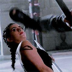 Izzy training with Clary - Shadowhunters Season 2
