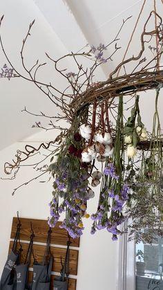Hanging Plants, Indoor Plants, Hanging Herb Gardens, Hanging Flowers, Broadway Cotswolds, Flower Chandelier, Diy Chandelier, Decoration Plante, Deco Floral