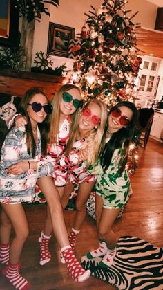 Ideas diy christmas party outfit funny for 2020 Christmas Feeling, Cozy Christmas, Christmas Time, Christmas Pajama Party, Christmas Movie Night, Christmas Bedroom, Xmas Holidays, Christmas Pajamas, Christmas Ideas