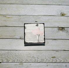Retro+krabička+s+puntíky+II.+Krabička+o+rozměrech+cca+7,8+x+7,8+cm+a+výšce+9+cm.+Krabička+je+natřena+akrylovými+barvami,ozdobená+technikou+decoupage+a+lehce+patinovaná,následně+přetřena+lakem+s+atestem+na+hračky.+Uvnitř+nechána+přírodní. Decoupage, Retro, Create, Handmade, Hand Made, Retro Illustration, Handarbeit