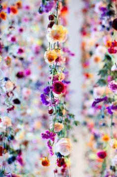 お部屋にも飾りたい♡お花のカーテン・ガーランドが可愛すぎる!にて紹介している画像