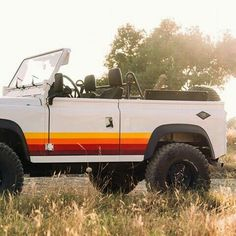 coolnvinage gives the land rover defender retro vibes Maserati, Bugatti, Cool Vintage, Vintage Cars, Antique Cars, Vintage Jeep, Ford Classic Cars, Classic Trucks, Chevy Classic
