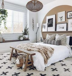Home Interior Contemporary bedroom brown wall decorating idea.Home Interior Contemporary bedroom brown wall decorating idea Quirky Home Decor, Cheap Home Decor, Brown Walls, Home Decor Bedroom, Interior Livingroom, New Room, Home Decor Accessories, Room Inspiration, Home Remodeling