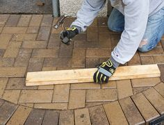 DIY How To Lay a Level Brick Paver Patio. Laying a brick paver patio in your backyard is a low maintenance and beautiful way to create an al fresco. Outdoor Patio Pavers, Brick Paver Patio, Diy Patio, Backyard Patio, Backyard Landscaping, Patio Ideas, Outdoor Ideas, Backyard Ideas, Natural Landscaping