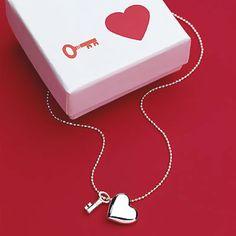 Resultados de la Búsqueda de imágenes de Google de http://content.beau-coup.com/prod/1037/key-to-my-heart-necklace-500.jpg
