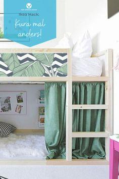 Das wohl bekannteste Ikea Kinderbett ist das Kura Bett. Es ist ideal, um Kinder vom Kleinkindalter an zu begleiten, da es sowohl als klassisches Kinderbett, als auch Hochbett genutzt werden kann. Aber das ist noch längst nicht alles, womit das Ikea Kura Kinderbett punkten kann! Wie du das beliebte Kinderbett von Ikea so richtig aufmöbelst, zeigen wir dir hier: New Swedish Design, Loft, Ikea Hacks, Bed, Furniture, Home Decor, Patio, Ikea Kura Bed, Ikea Furniture Hacks