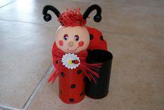 Pot à crayons rouge et noir en rouleaux de carton - Adèle la coccinelle . - Création Créations des enfants de lilounonette n°44705 (Vue 420 fois)