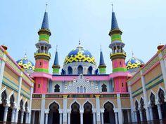 Situs www.pergiberwisata.com akan memberikan informasi lokasi pariwisata di beberapa daerah yang ada di Indonesia. Sebagai media pemandu bagi.