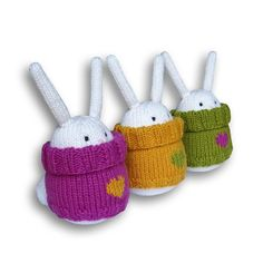 Bunny Boo's Easter Bunnies knitting pattern by Boo-biloo is an adorable small Easter knitting project! Get the downloadable PDF from Loveknitting.