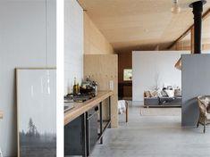 Köket är stort och rustikt och ger känslan av industri.